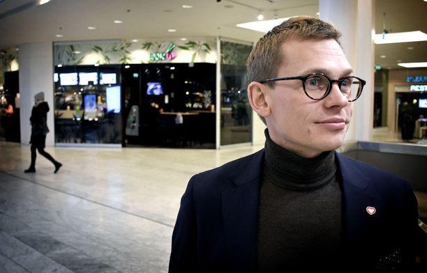 SDP:n puoluesihteeri Antton Rönnholm aikoo laittaa Marimekon tuotteet boikottiin yhtiön omistajan Mika Ihamuotilan Twitter-viestin takia.