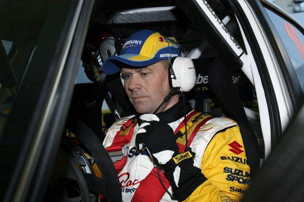 Vuonna 2007 Sebastian Lindholm kilpaili Walesin MM-rallissa Suzukin tehdastallin SX 4 WRC:llä.