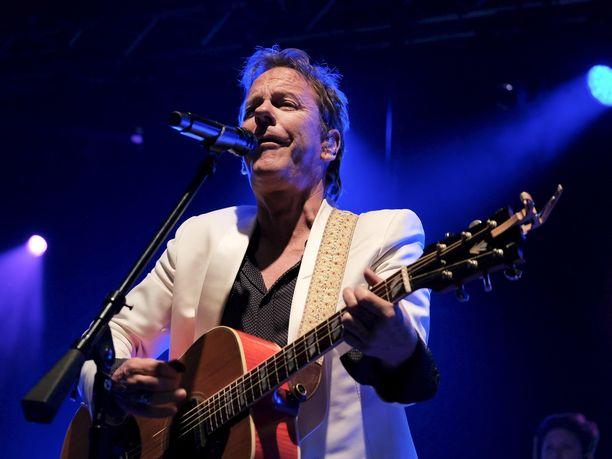 Brittiläis-kanadalainen muusikko Kiefer Sutherland on joutunut perumaan loput Euroopan-kiertueensa keikkansa.