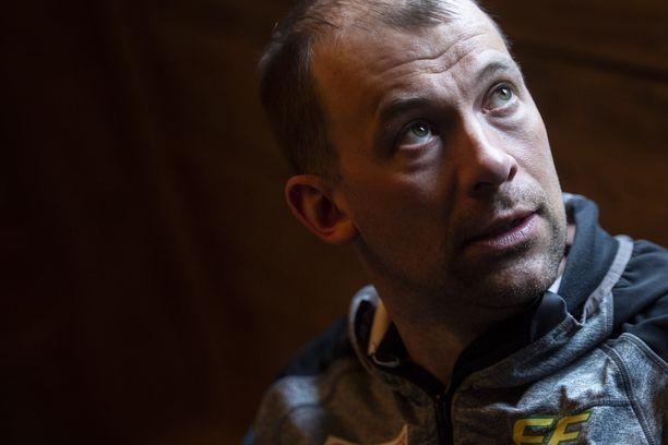 Iivo Niskasen hyvin tunteva maajoukkuevalmentaja Mikko Virtanen luottaa täysin mestarihiihtäjän arviointikykyyn.
