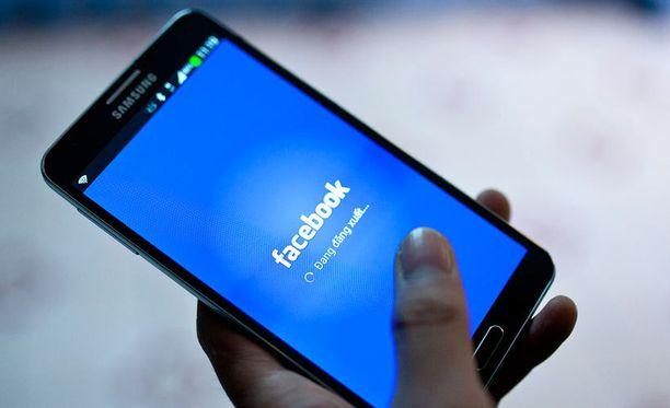 Facebook manipuloi salaa käyttäjien uutisvirtaa.