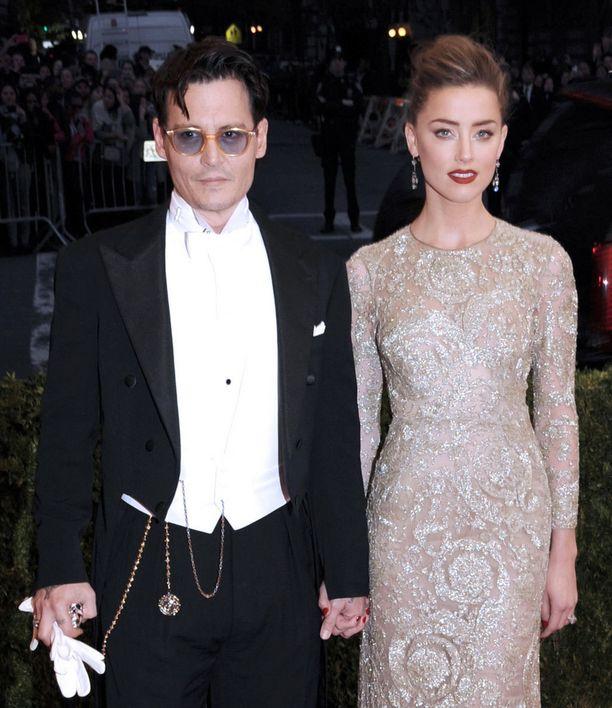 Johnny Depp ja Amber Heard ehtivät olla naimisissa vuoden.