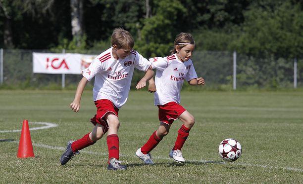 Lapsuusiän liikunnalla voi olla kauaskantoisia seurauksia koulutus- ja työurien näkökulmasta.