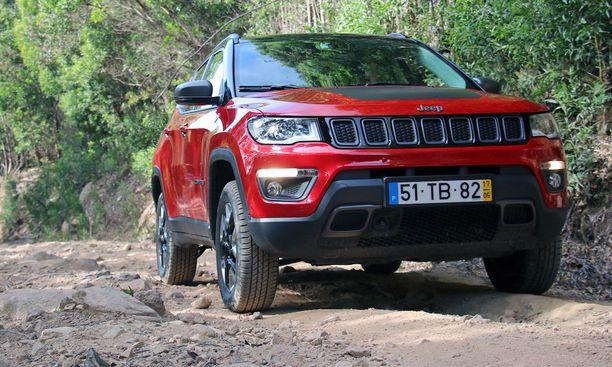 Jeep on profiloitunut vahvasti maastokelpoiseksi nelivedoksi.