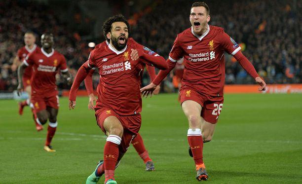 Mohamed Salah (vasemmalla) löi alkutahdit Liverpoolin 3-0-voitolle jo 12. minuutilla.