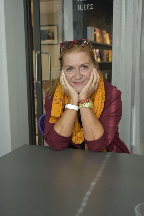 Anja Snellman on itse paitsi asunut Kreetalla myös toiminut siellä kulttuurioppaana.