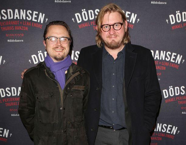Kulttuuritoimittaja Fredrik Virtanen (oikealla) kuvattuna Tukholmassa vuonna 2014.