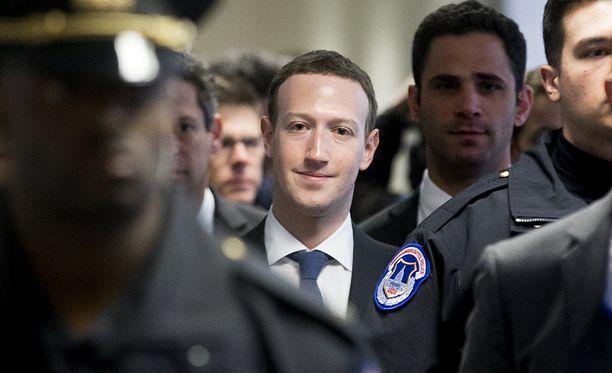 Mark Zuckerberg kävi jo maanantaina tapaamassa kongressin keskeisiä vaikuttajia ennen tiistaina tapahtuvaa kuulemista.