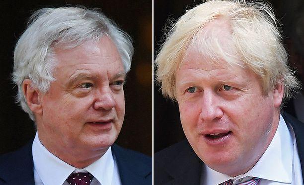 Britannian EU-erosta vastaava ministeri David Davis ilmoitti maanantain vastaisena yönä eroavansa tehtävästään perustavanlaatuisten brexit-näkemyserojen vuoksi. Boris Johnsonin erosta uutisoitiin maanantaina iltapäivällä.