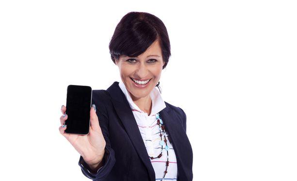 Juhlissa kännykkä kannattaa laittaa äänettömälle ja jättää huomiotta.
