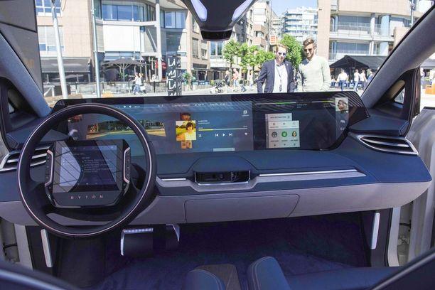 Byton esitteli125 senttiä leveän näytön ympärille rakennetun sähköauton, M-Byte. Ohjauspyörään integroidulla kosketusnäytöllä hoidetaan auton eri säätöjä.