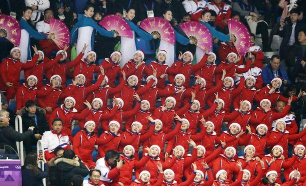 """Pohjois-Korean """"kaunotarten armeija"""" säväytti ja hämmensi olympialaisissa."""