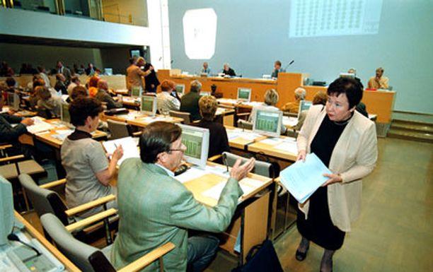 Pääkaupunkiseudun valtuutetuista suurin osa on yleensä paikalla kaupunginvaltuuston kokouksissa.