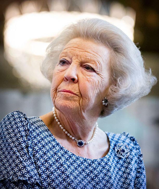 Prinsessa Beatrixin äiti oli tyttärensä tavoin kuningatar. Hän luopui kruunustaan vuonna 1980.