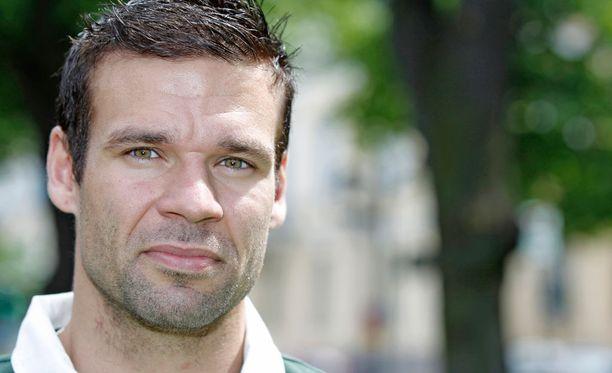 Tällä Ville Långin kuvalla etsitään seuraa Tinderissä.