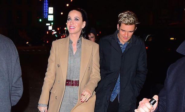 Pop-laulaja Katy Perry ja tämän poikaystävä, näyttelijä Orlando Bloom vierailivat lastensairaalassa Los Angelesissa.