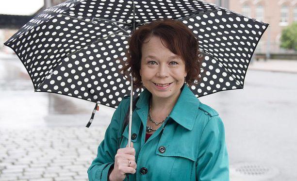 Kansanedustaja Pia Viitanen (sdp) vertaa elinkeinoministeri Mika Lintilää (kesk) strutsiin.