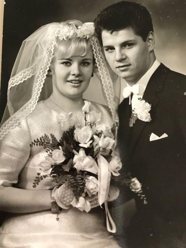 17. joulukuuta vuonna 1966 satoi rankasti. Maritta muistaa, kuinka hän juoksi Göteborgin katuja pitkin valokuvaamoon hääkuvaa varten.- Mul oli valkoiset kangaskengät ja ne oli ihan märät!