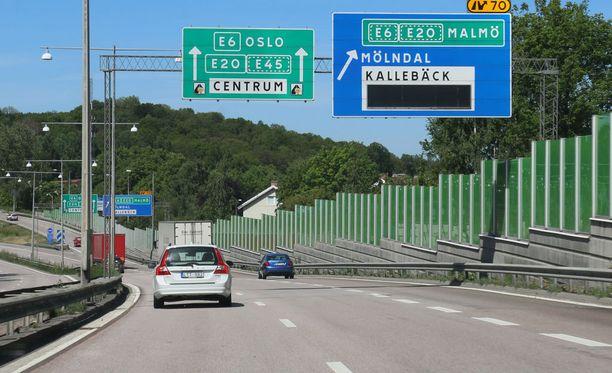 Moni ajaa Ruotsin läpi matkallaan keski-Eurooppaan.