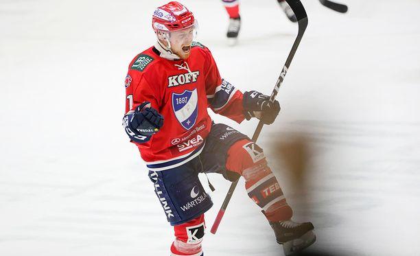 Saku Salmela tuuletti uransa playoff-avausmaalia, jolla HIFK siirtyi eilen 1-0-johtoon.