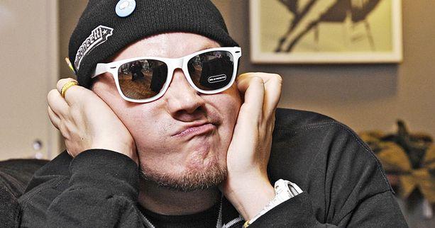 Rap-artisti Petri Nygård tarvitsee kiirellisesti keikkabussilleen kuljettajan.