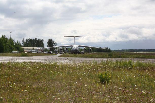 Lappeenrannan lentokentälle laskeutui maanantaina noin kello 15.30 jälleen suuri venäläinen rahtikone.