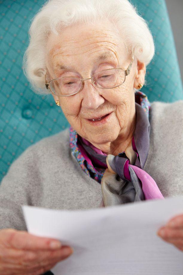 Korkeassa iässä aivot toimivat hitaammin, koska tietoa on niin paljon.