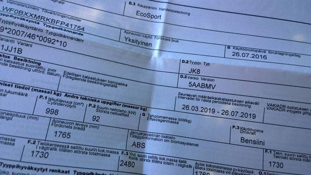 Joissakin uusissa autoissa paperinen rekisteriote on edelleen. Kuvassa Iltalehden koeajossa olevan upouuden Ford Ecosportin ote.