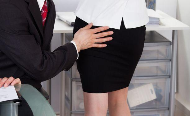 Häirintää kokeneista Jytyn kyselyyn vastanneista 40 prosenttia ei kertonut työpaikallaan kenellekään kokemastaan epäasiallisesta kohtelusta. Kuvituskuva.