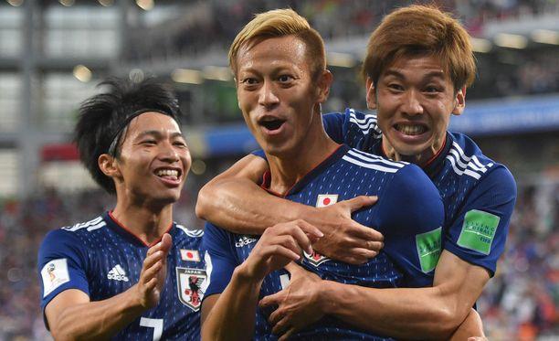 Keisuke Honda (kesk.) iski Japanin tärkeän tasoitusmaalin.