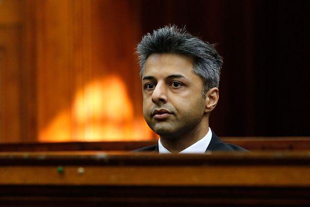 Shrien Dewani luovutettiin kolmen vuoden oikeustaiston jälkeen Etelä-Afrikkaan vastaamaan syytteisiin vaimonsa palkkamurhasta.