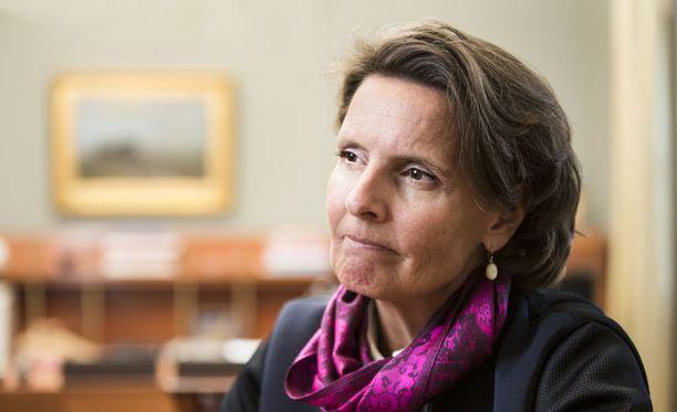Liikenne- ja viestintäministeri Anne Berner (kesk) haluaa ajokorttiin muutoksia.