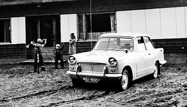 5. Tämä auto on oletettavasti vuodelta 1960 ja kuvattu todennäköisesti joko 1965 tai 1966.