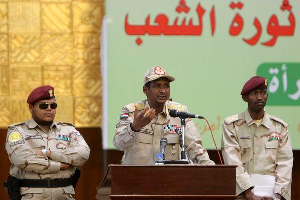 Sudania hallitsevan tilapäisen sotilasneuvoston varapuheenjohtaja Mohamed Hamdan Dagalo on luvannut, että hallinto saattaa mielenosoittajia surmanneet ja raiskanneet henkilöt oikeuteen teoistaan.