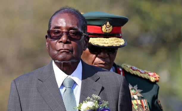 Zimbabwen presidentti Robert Mugabe ilmoitti erostaan kirjeellä.