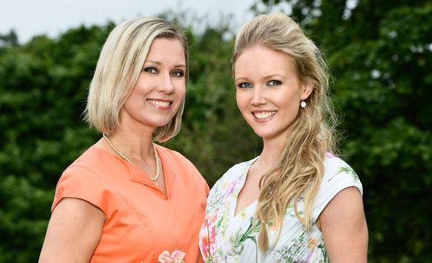 Kesällä 2013 Tuula Portin oli Iltalehden kuvauksissa yhdessä vuoden 2009 Miss Suomi Essi Pöystin kanssa.