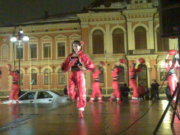 Kiinalaista uutta vuotta juhlittiin näyttävästi Kuopion torilla. Kiinalaisen kalenterin mukaan helmikuussa alkoi rotan vuosi.