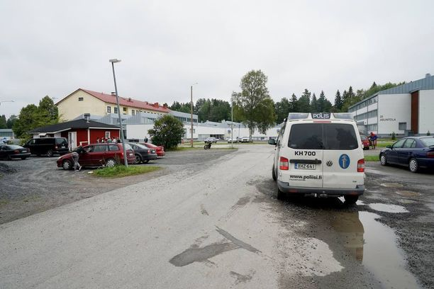 Pahoinpitelyt ovat yleisimpiä turvapaikanhakijoihin kohdistettuja rikosepäilyjä. Pahoinpitelyt tapahtuvat useimmiten vastaanottokeskuksissa. Kuvassa Forssan vastaanottokeskus.