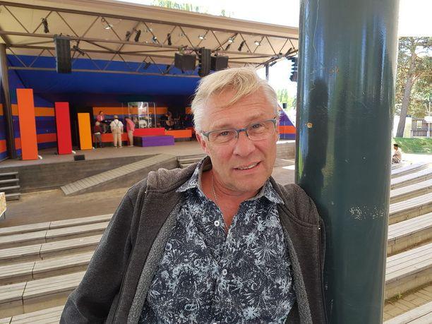 Heikki Paavilainen oli 1980-luvulla Ajolähtö-elokuvan nuori tähti. Nyt hän on käsikirjoittanut Jari Sillanpäästä musikaalin. Hänen aiempia töitään on Kirkasta kertova hittimusikaali.