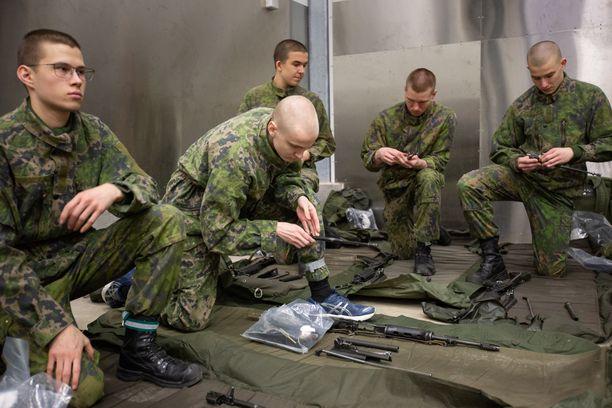 Puolustusvoimissa on jo varauduttu koronaviruksen iskemiseen kasarmeille (arkistokuva).