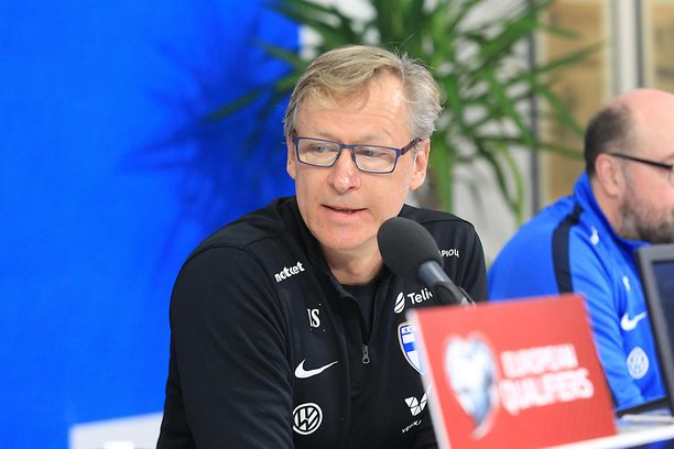 Markku Kanerva istui lehdistön tentattavana eilen perjantaina Udinessa.