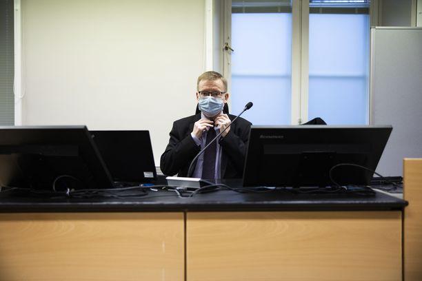 Erikoissyyttäjä Heikki Ylisirniö vaatii linja-autonkuljettajalle 2-2,5 vuoden ehdotonta vankeusrangaistusta.