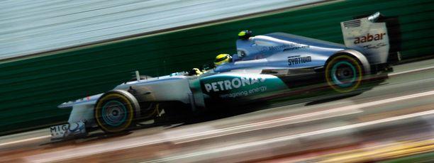 Nico Rosberg oli oivassa vauhdissa aika-ajojen toisella osiolla.