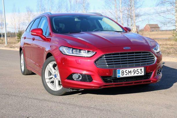 Uusi Mondeo on tyylikkään näköinen. Keulassa on aavistus Aston Martinia.