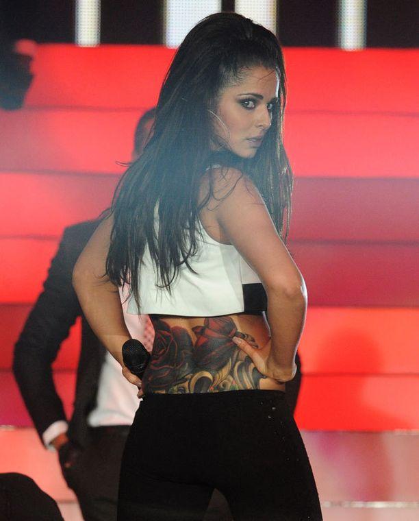 Cheryl esitteli kymmenennen tatuointinsa.