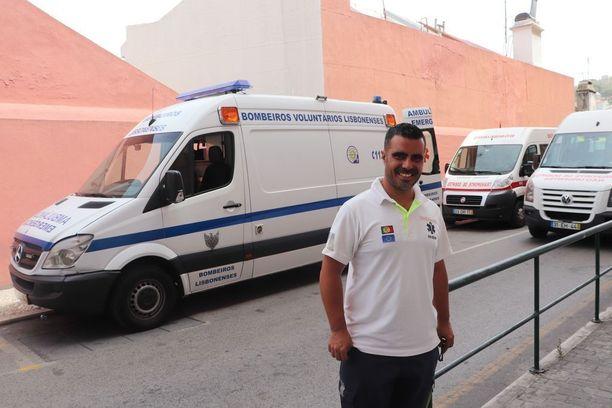 Ensihoitajana työskentelevä Antonio Bras kertoo, että viikonloppuna häntä on työllistänyt erityisesti helteiden näännyttämät ihmiset.