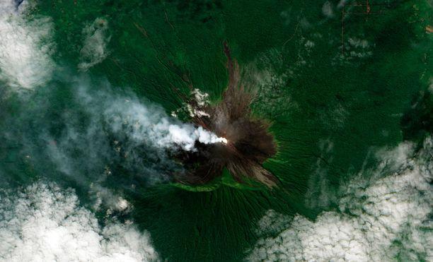 Tulivuori on ollut vaarassa purkautua jo pitkään, Vuonna 2010 se tuprutti pientä höyryä.