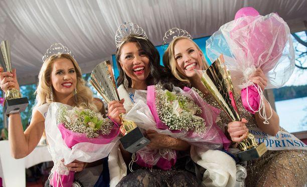 Perintöprinsessat Emilia Seppänen (vas.), Shirly Karvinen ja Heta Sallinen (oik.) saivat kruununsa lauantaina.