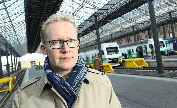 VR:n toimitusjohtaja Rolf Jansson pitää hyvänä, että junaliikenteen kilpailuttaminen on vaiheistettu.