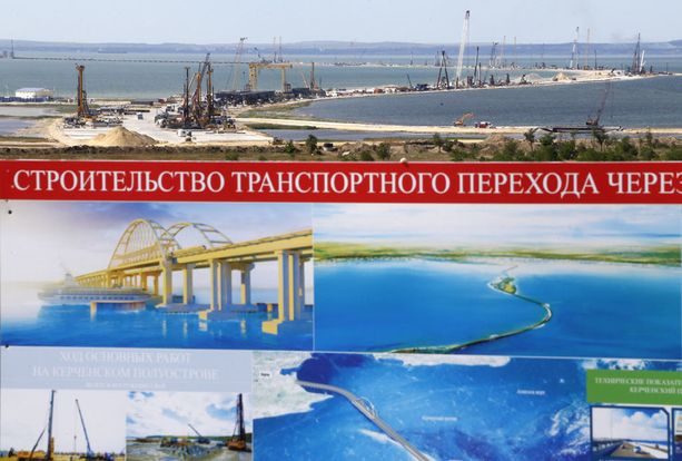 Silta yhdistää Krimin Venäjään.